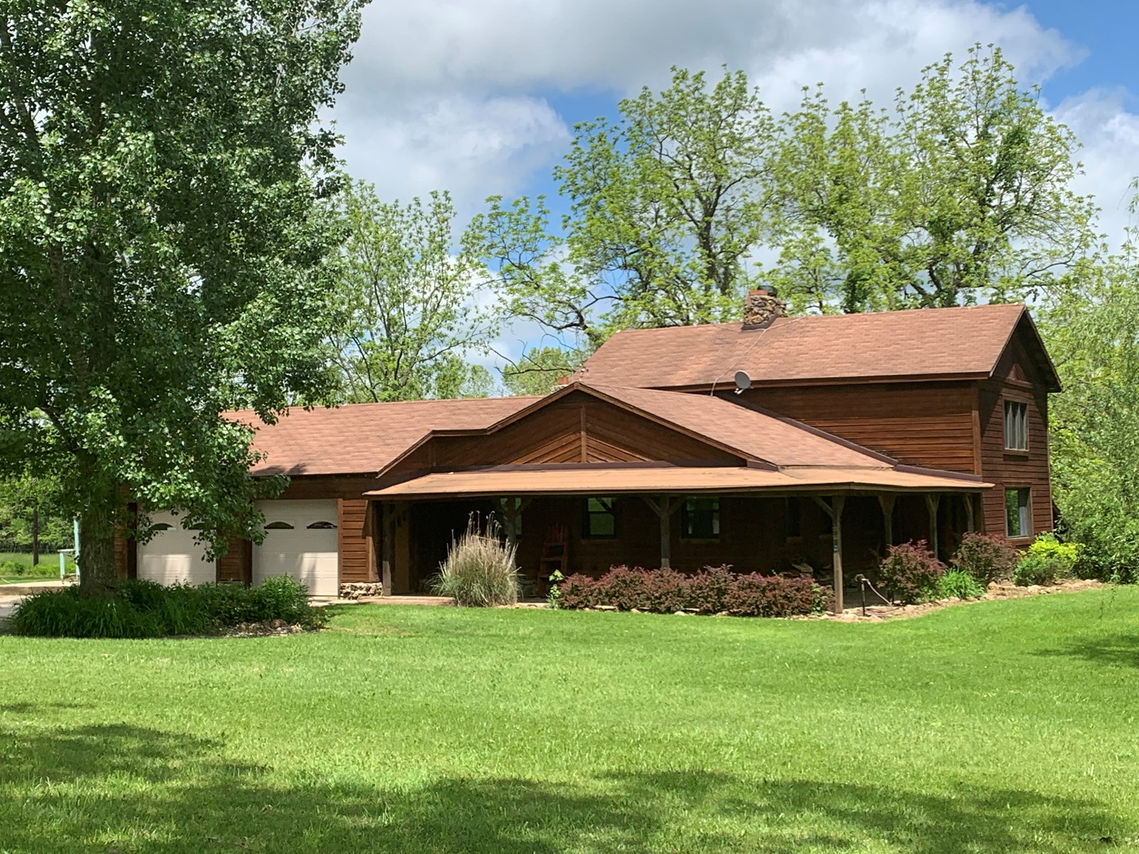 Home on Acreage with Live Water For Sale in MO