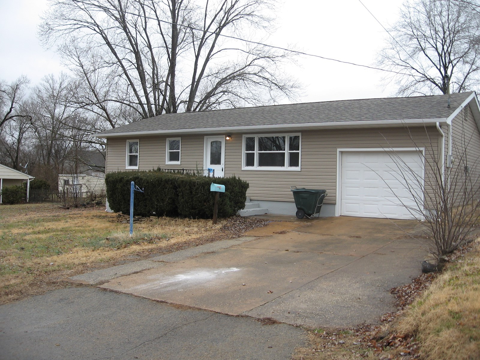 HARD TO FIND, 4-BR, 2-BA IN FREDERICKTOWN