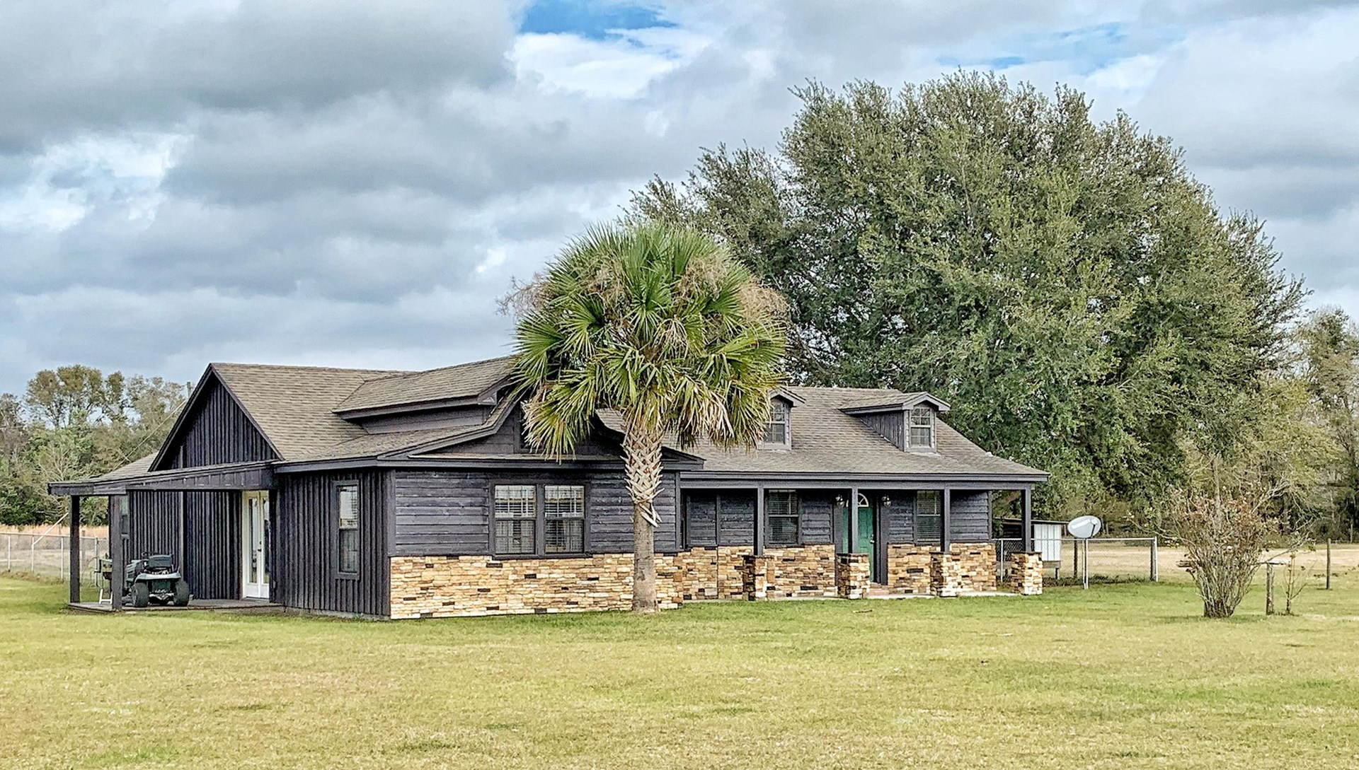 EQUINE PROPERTY WITH HOME AND BARN FOR SALE - Trenton FL