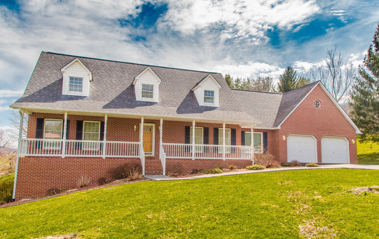 Large Home in Sunset Hills Subdivision, Tazewell, VA