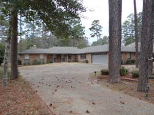 GOLF COURSE HOME IN HOLLY LAKE RANCH TEXAS FOR SALE