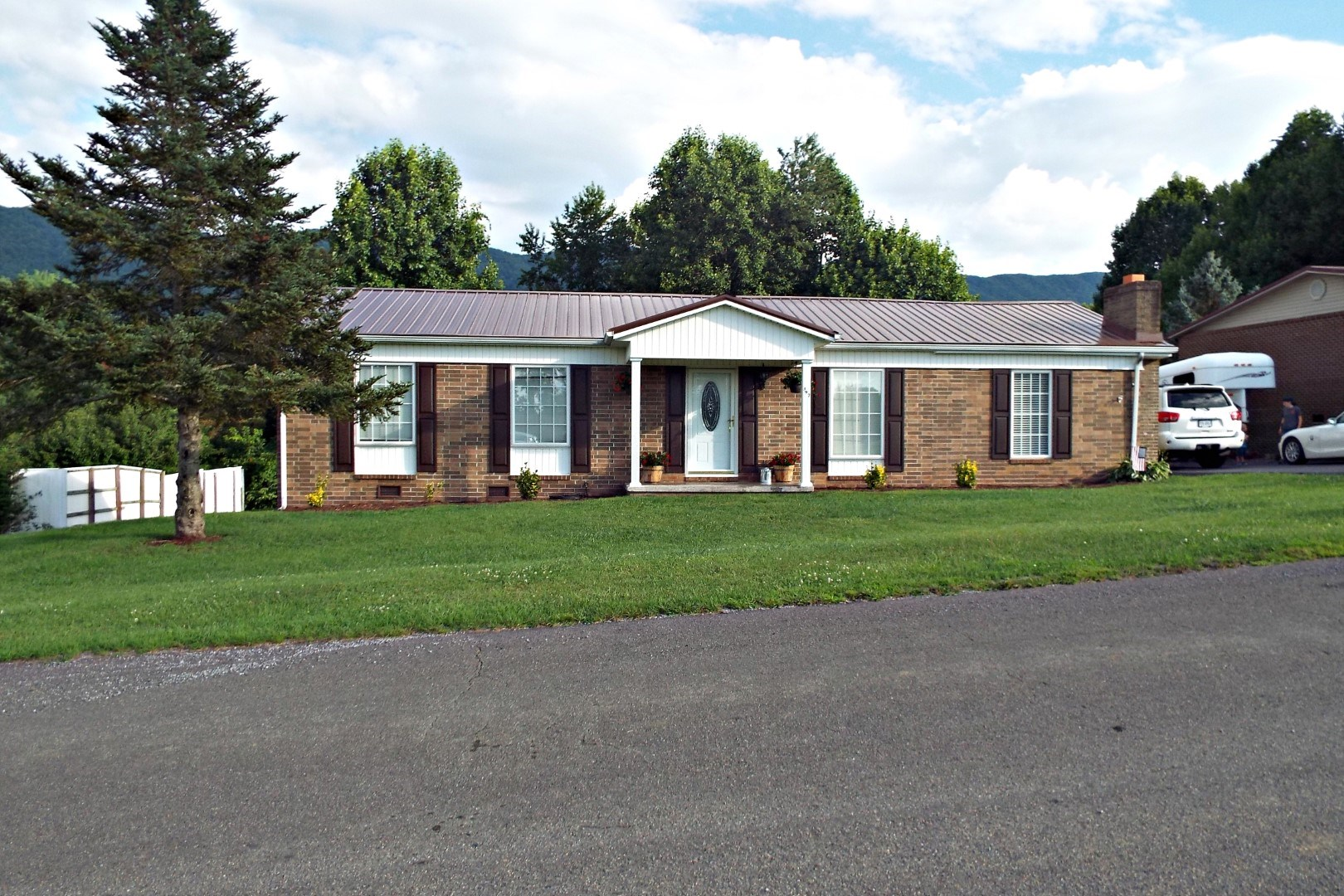 Well-Kept Brick Ranch Near Richlands, VA