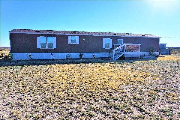 IMPECCABLE COUNTRY HOME - LIKE NEW IN FORT STOCKTON, TX