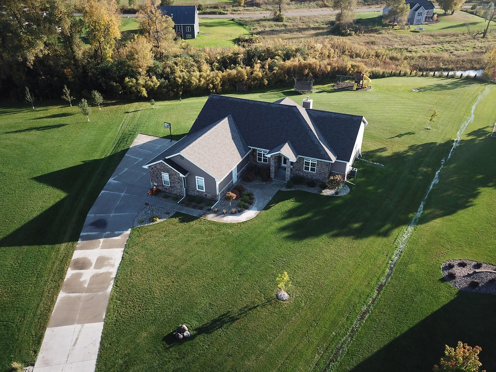 Beautiful Luxury Home for Sale in Omro, Winnebago County, WI