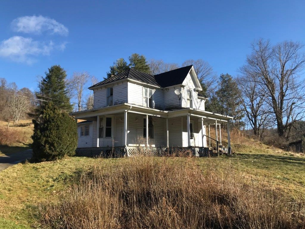 Floyd VA Farmhouse for Sale!
