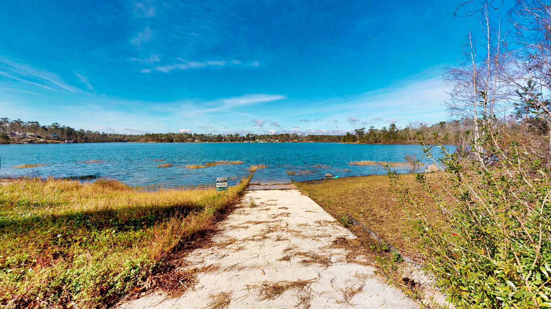 Beautiful lake front home on Lake Mystic in Bristol Florida