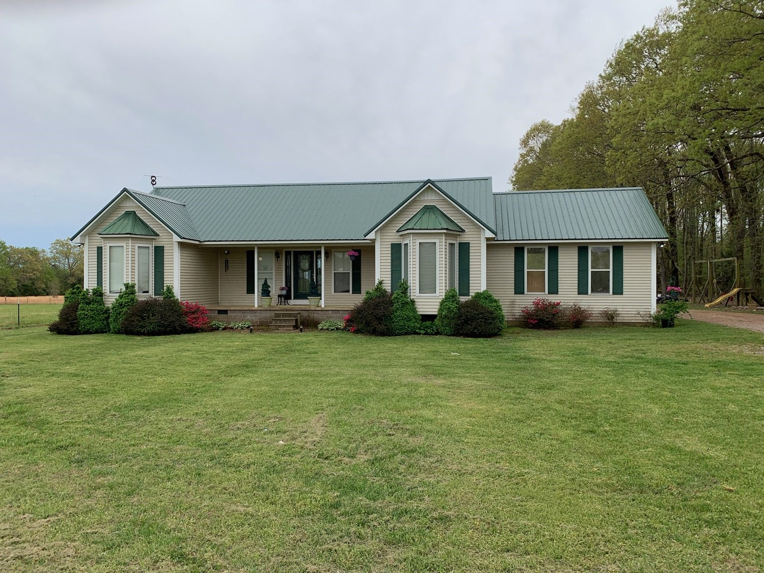 3 BEDROOM COUNTRY HOME FOR SALE IN ADAMSVILLE TN