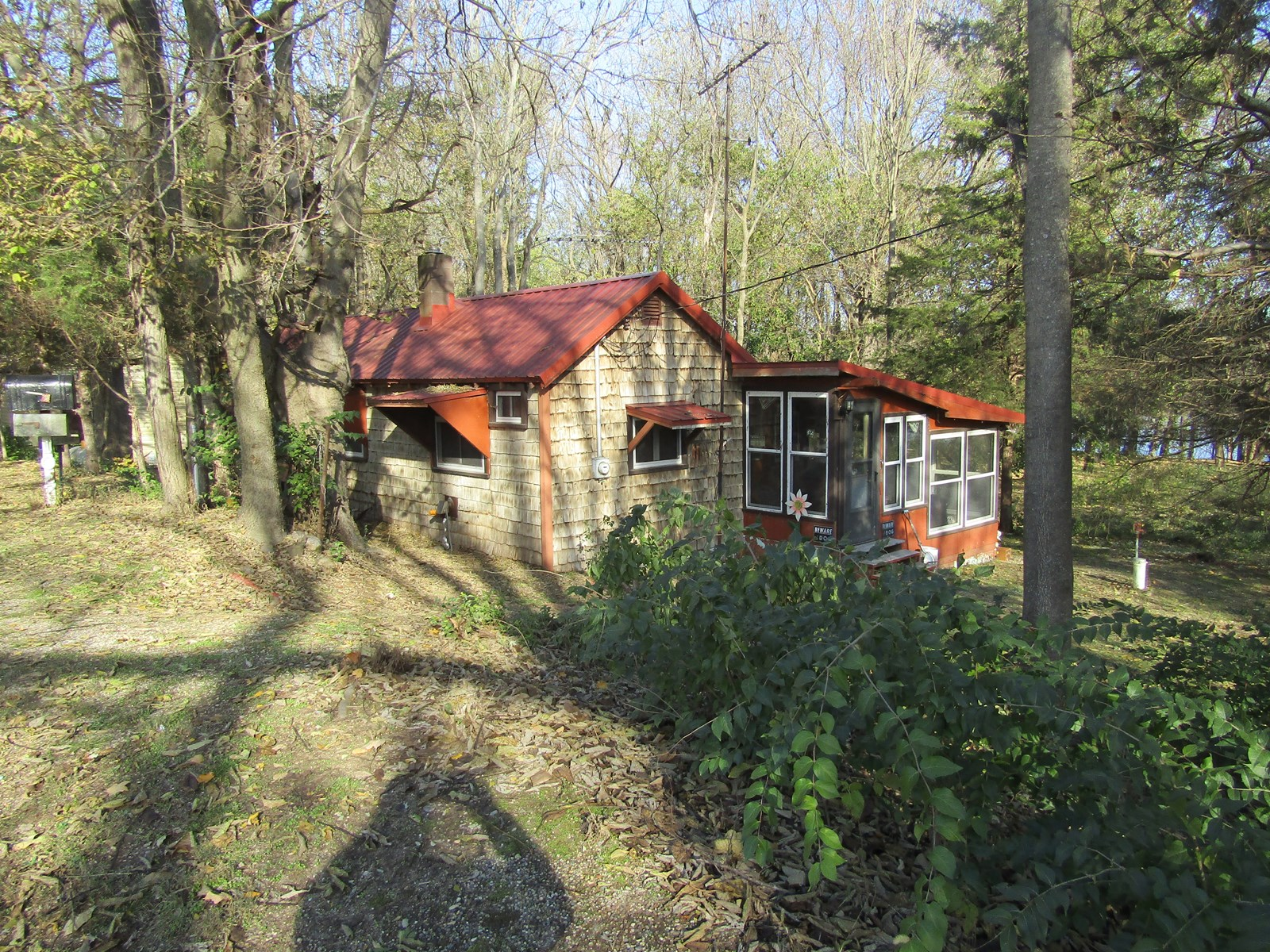 Quaint, quiet cabin by the Wabash River