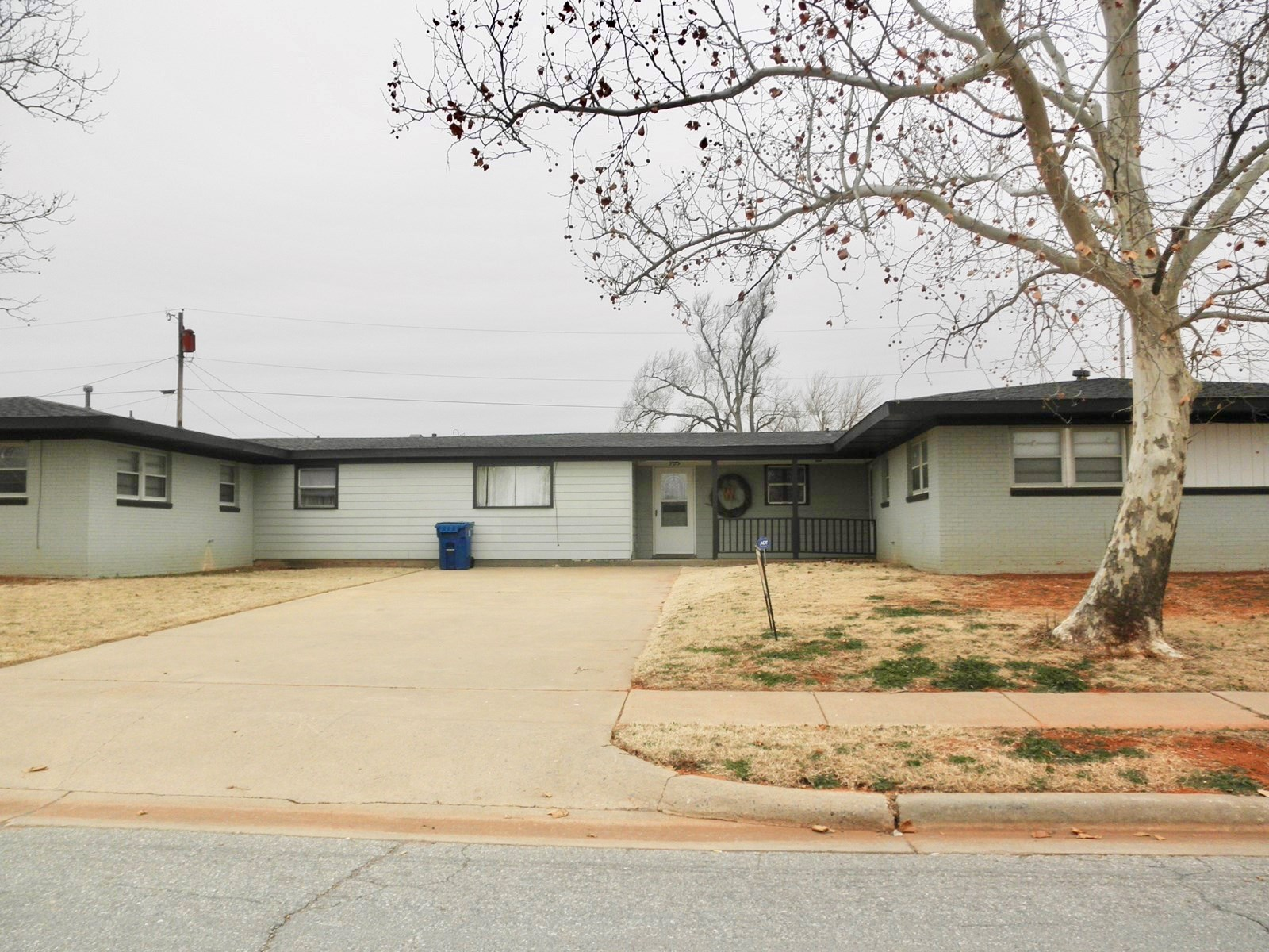 LARGE HOME IN WESTERN OKLAHOMA FOR SALE