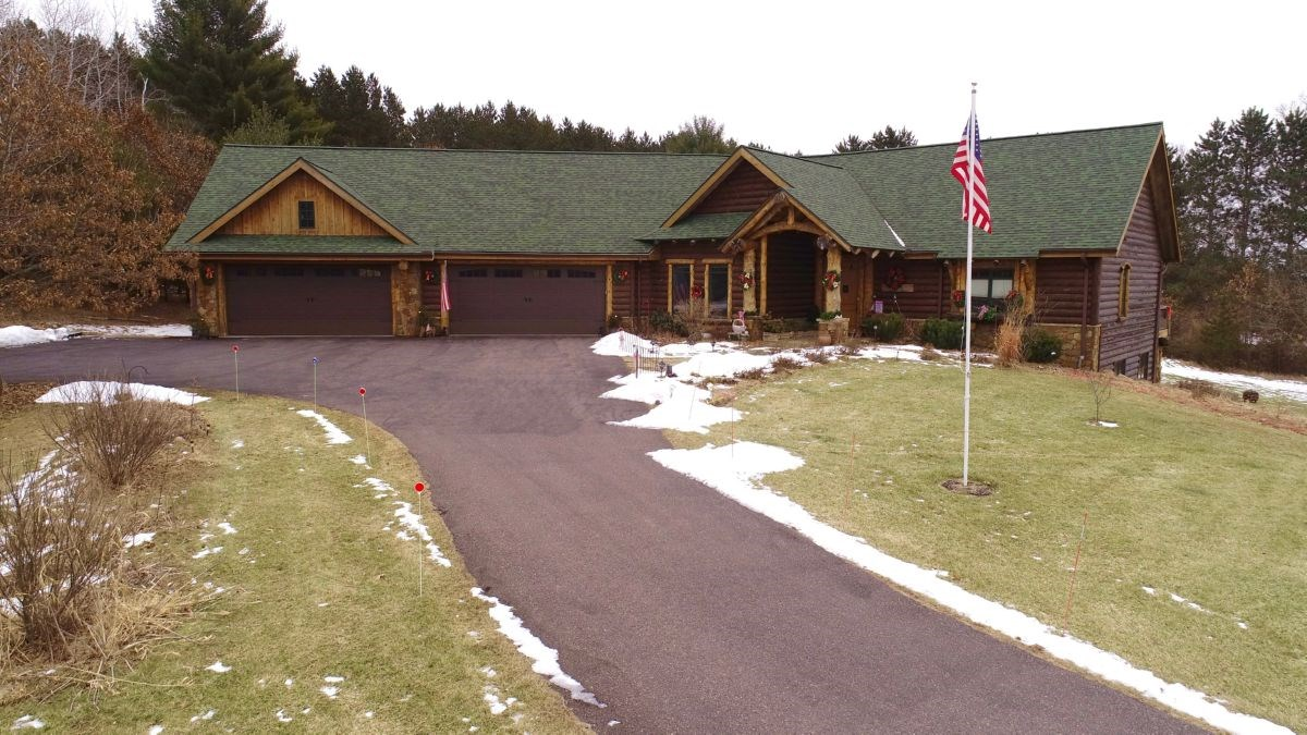 Extravagant Log Home Minutes from Wisconsin Dells