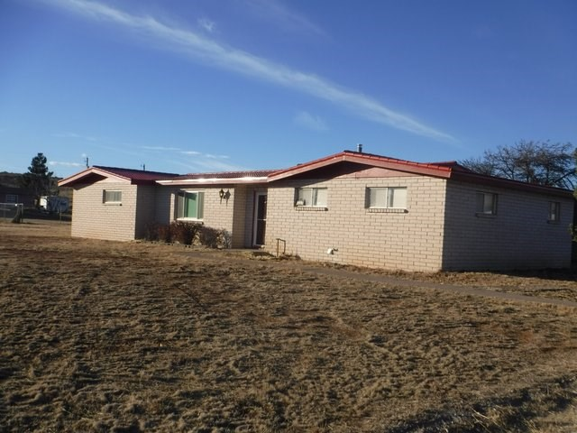 Southwest New Mexico - Golf Course Home with Horses Allowed