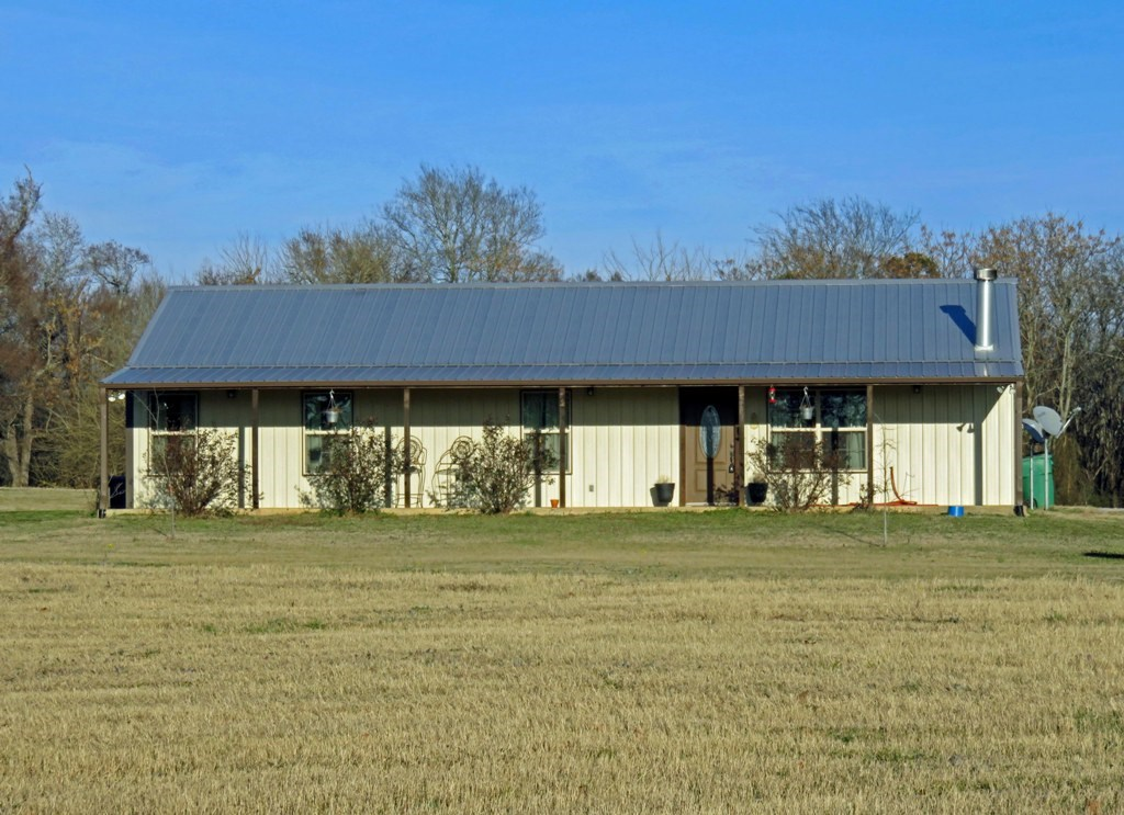 CUSTOM METAL HOME  IN ANDERSON COUNTY WITH ACREAGE FOR SALE