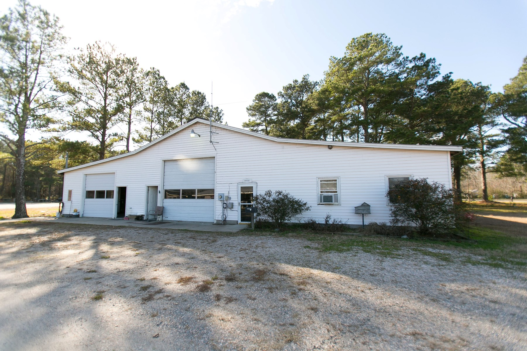 EDENTON, NC OFFICE, WORKSHOP, OUTBUILDINGS ON 4.52 ACRES