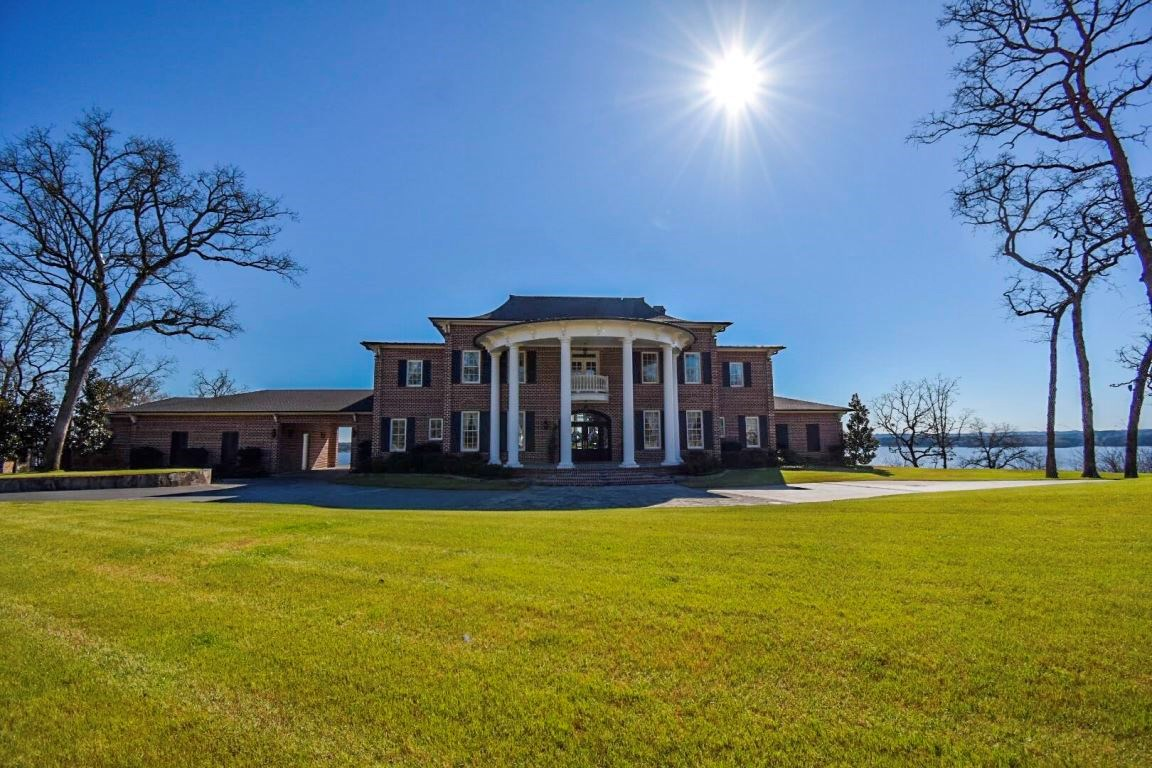 LUXURY HOME IN EAGLE'S BLUFF GOLF COURSE | LAKE PALESTINE