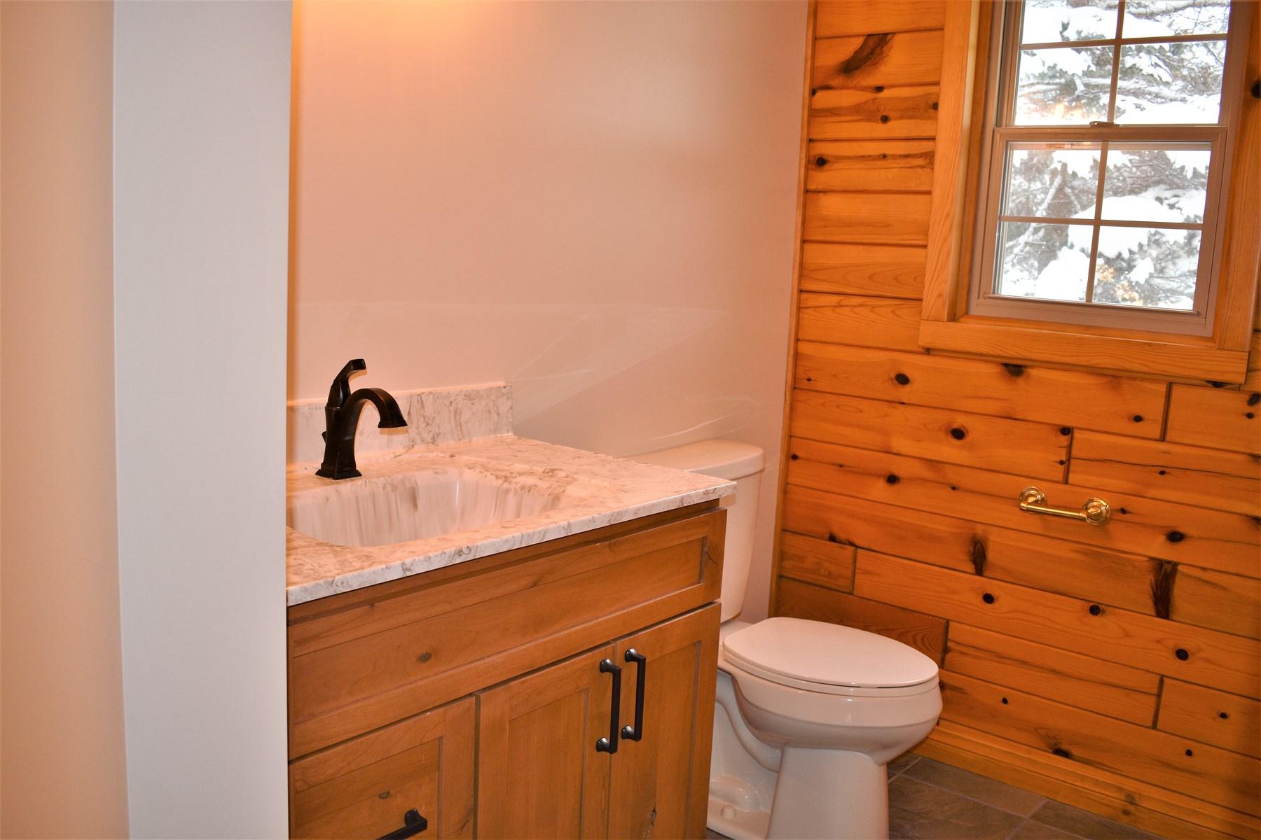 2nd Full Bathroom of Foyer