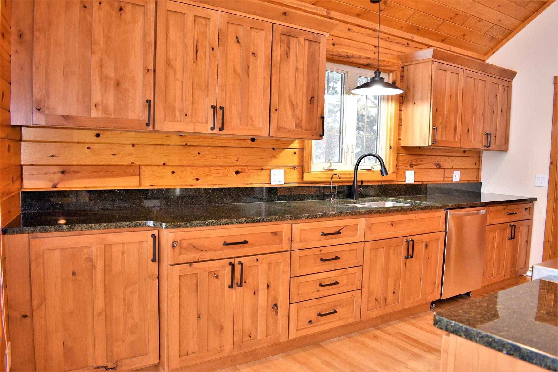 Kitchen w/Granite countertop