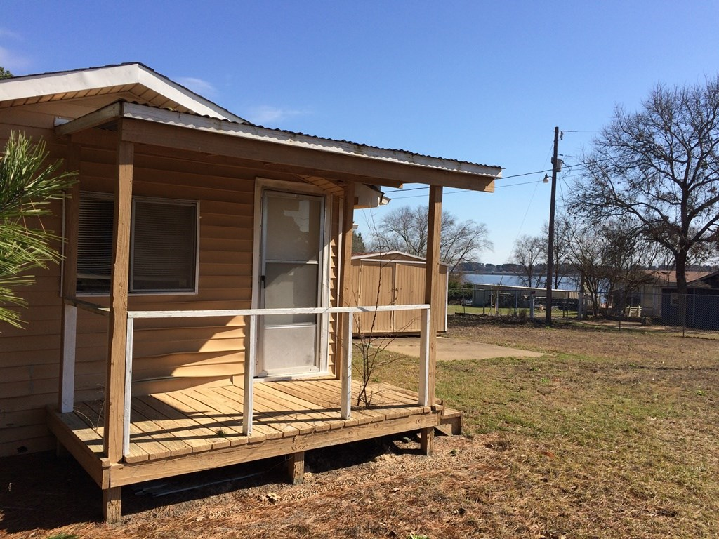TINY HOUSE WITH WATERVIEWS FOR SALE LAKE PALESTINE