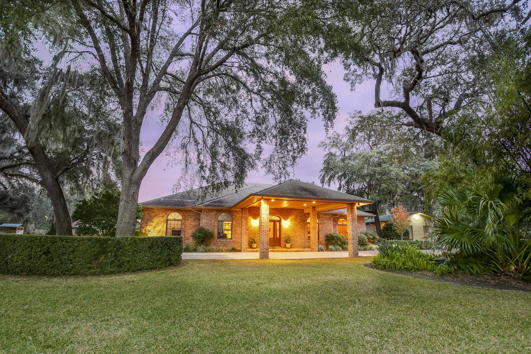 LUXURY HOME IN TOWN - Chiefland, Levy Coounty, Florida