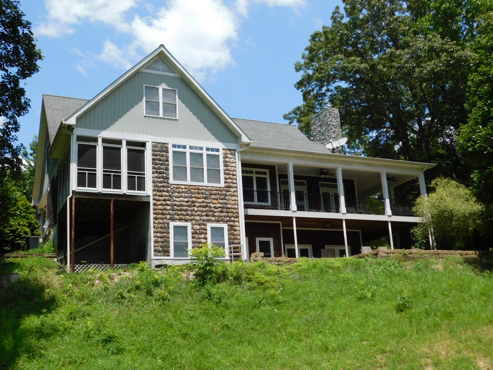 FARM FOR SALE IN TN WITH 5 BR HOME, FENCING, PASTURE, CREEK