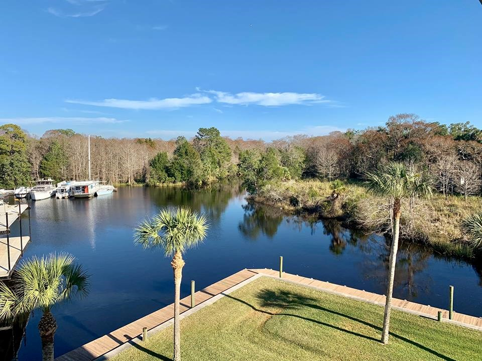 CONDO FOR SALE IN SUWANNEE,FLORIDA - Boat Slip Included