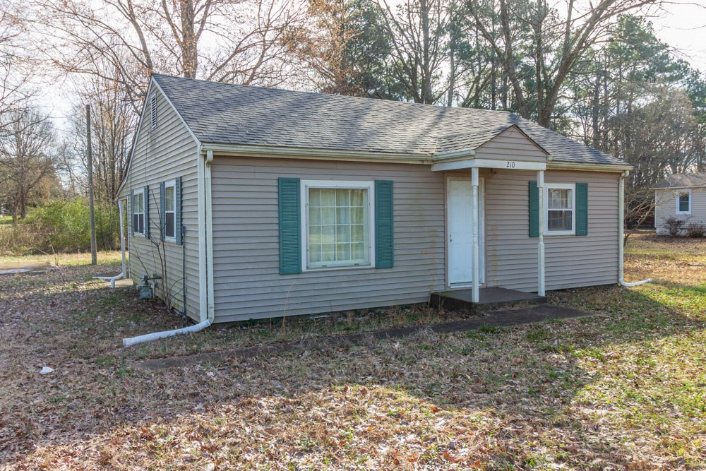 Starter Home in Adamsville, TN For Sale