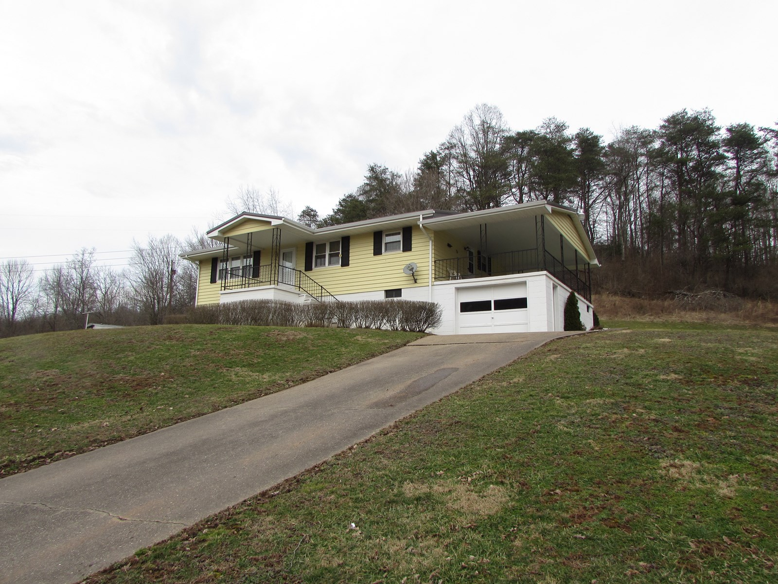 Ranch Style Home located in Ritchie Co., WV