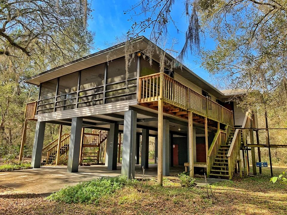 SUWANNEE RIVER WATERFRONT HOME - Old Town, Dixie County, FL
