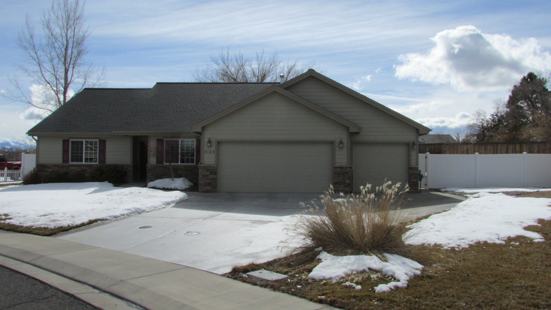 Home on Large Lot For Sale in Town Montrose, Colorado
