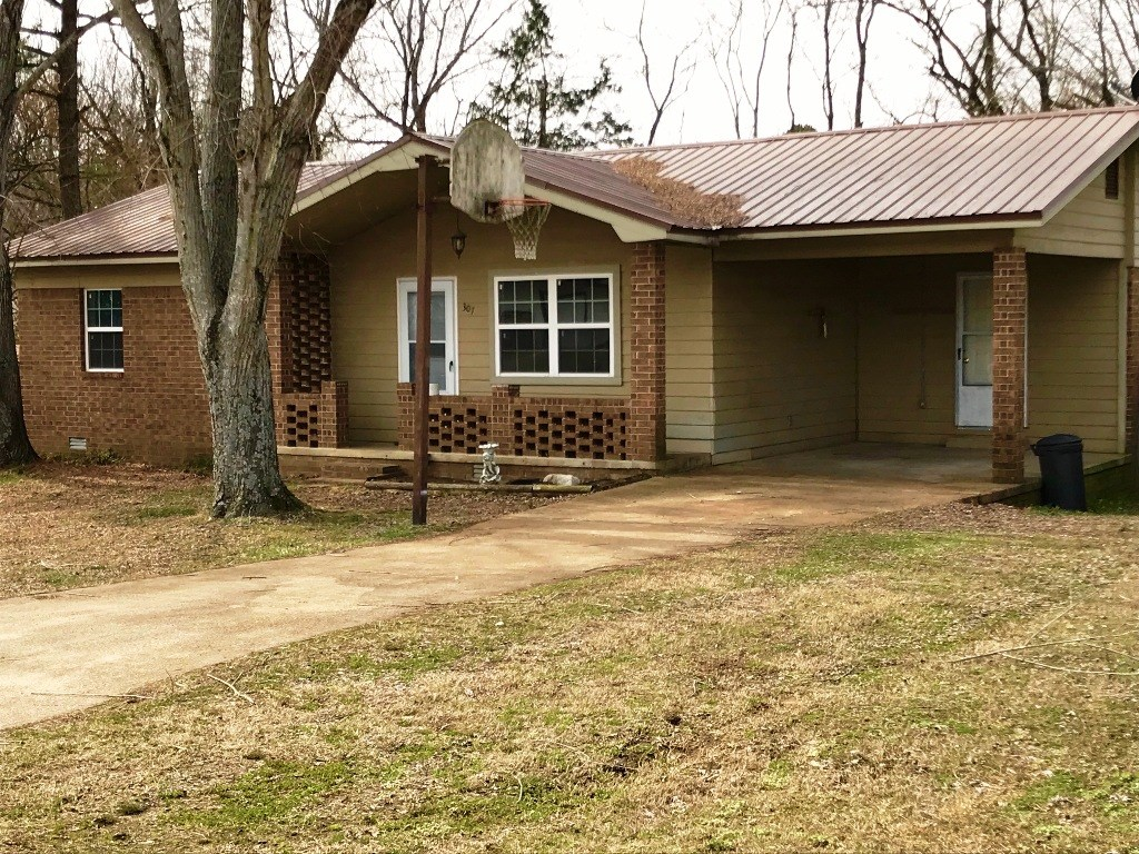 Updated Home only 2 Miles from the Court House Square