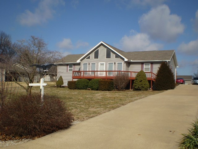 3 BR, 2 BA Country Home on Truman Lake in Warsaw MO