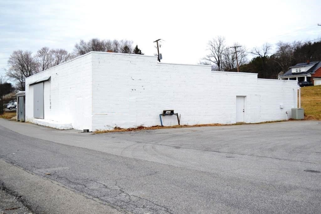 Large Building with acreage in Rural Retreat, VA