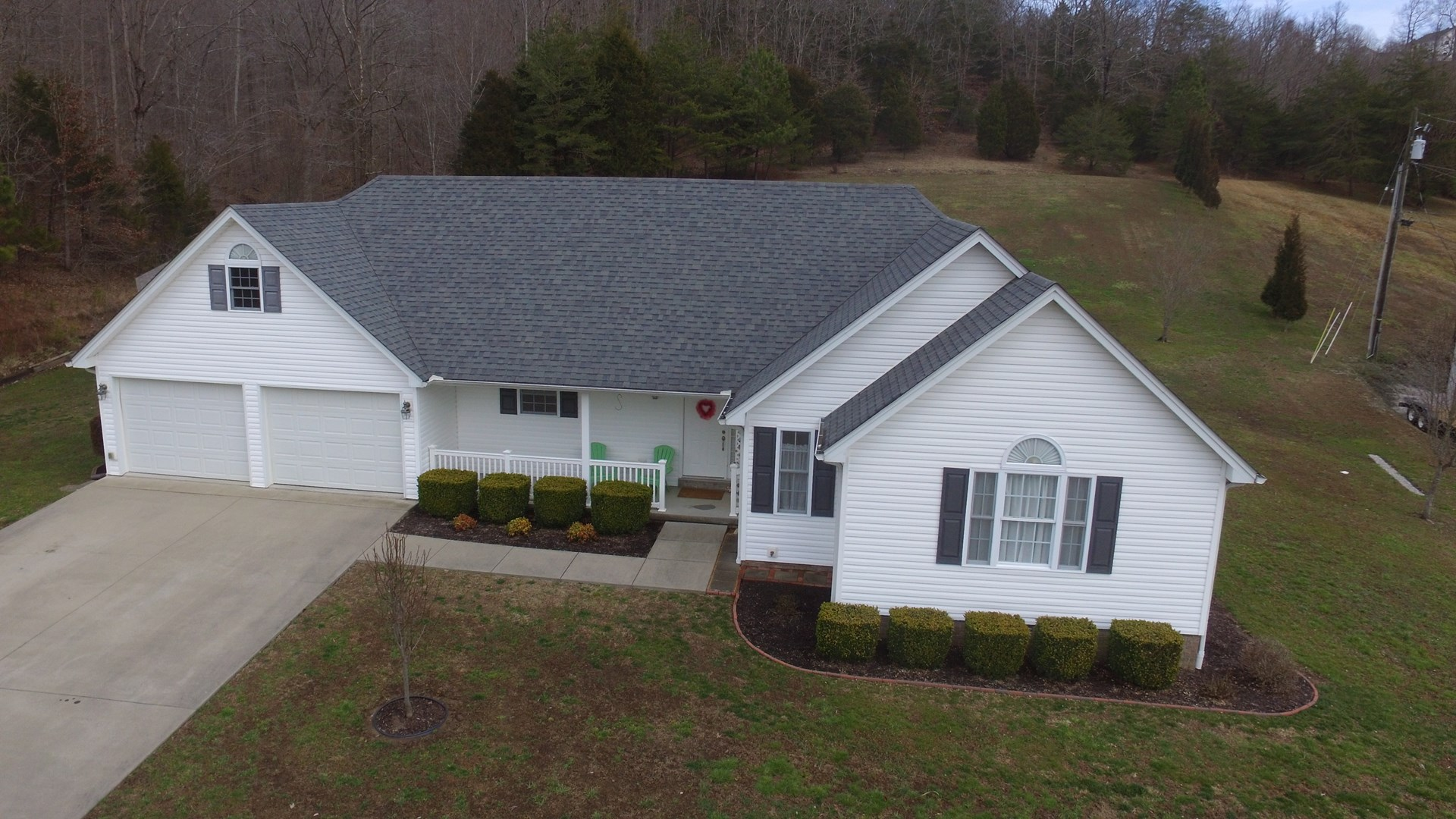 IMMACULATE HOME WITH ATTACHED GARAGE IN SOUTH-CENTRAL KY.