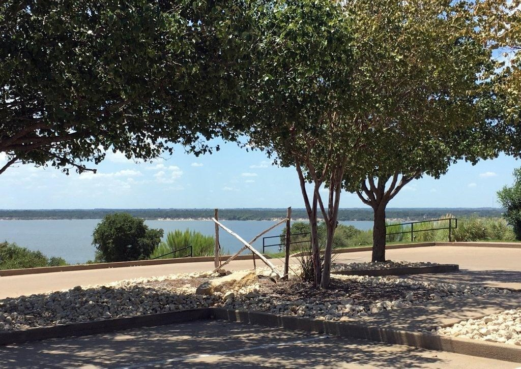 NICE LOT AT LAKE WHITNEY TX
