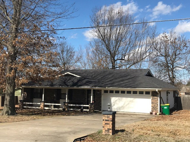 Springdale AR Home For Sale with 1 +/- Acre In Town