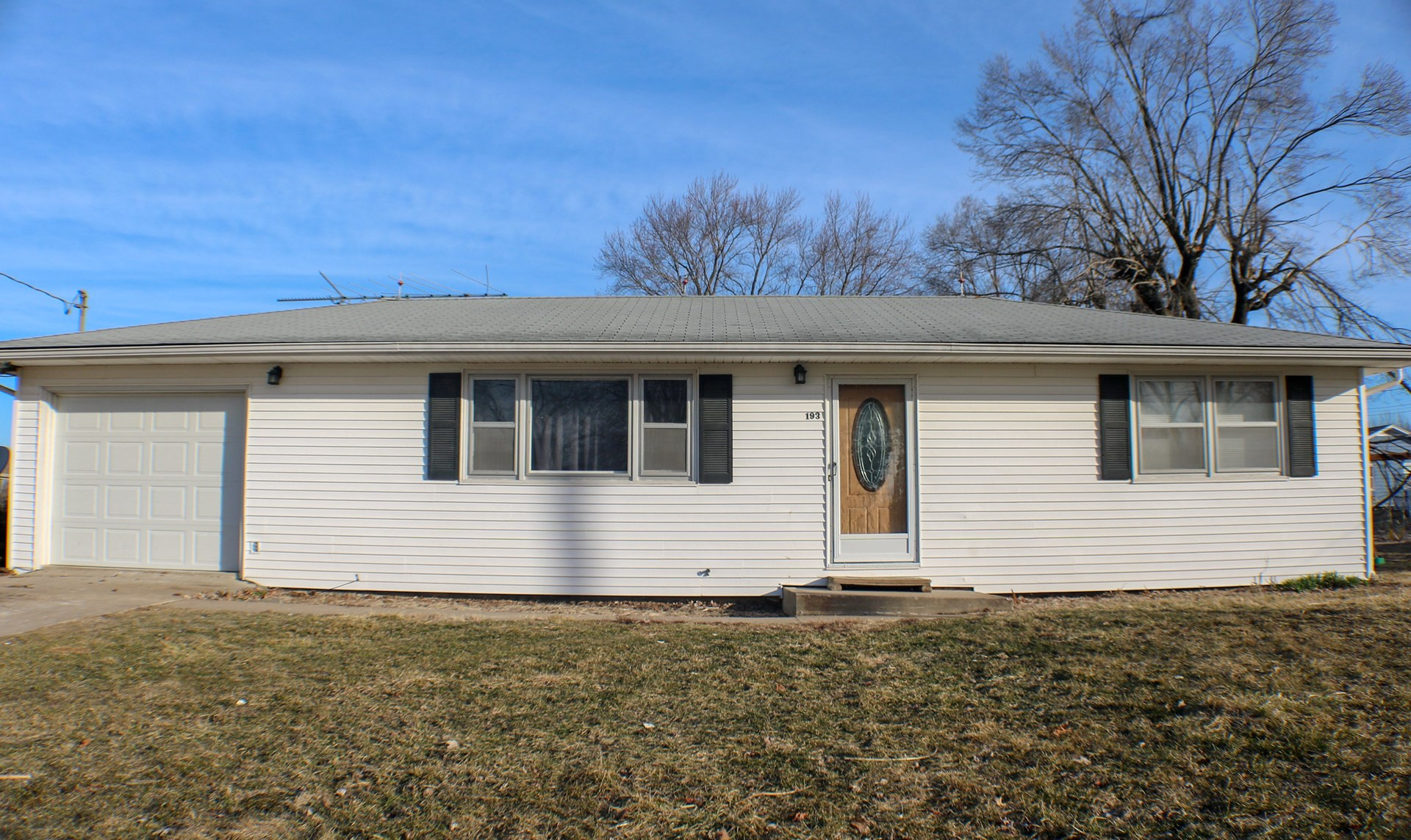 2 Bedroom, 1 BA with non-conforming 3rd Bedroom Prairie Home