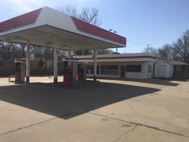 Topeka, KS Convenience Store with SW 29th St. Frontage