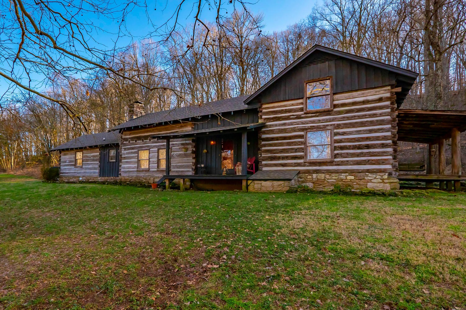 Historic log home for sale in Middle Tennessee