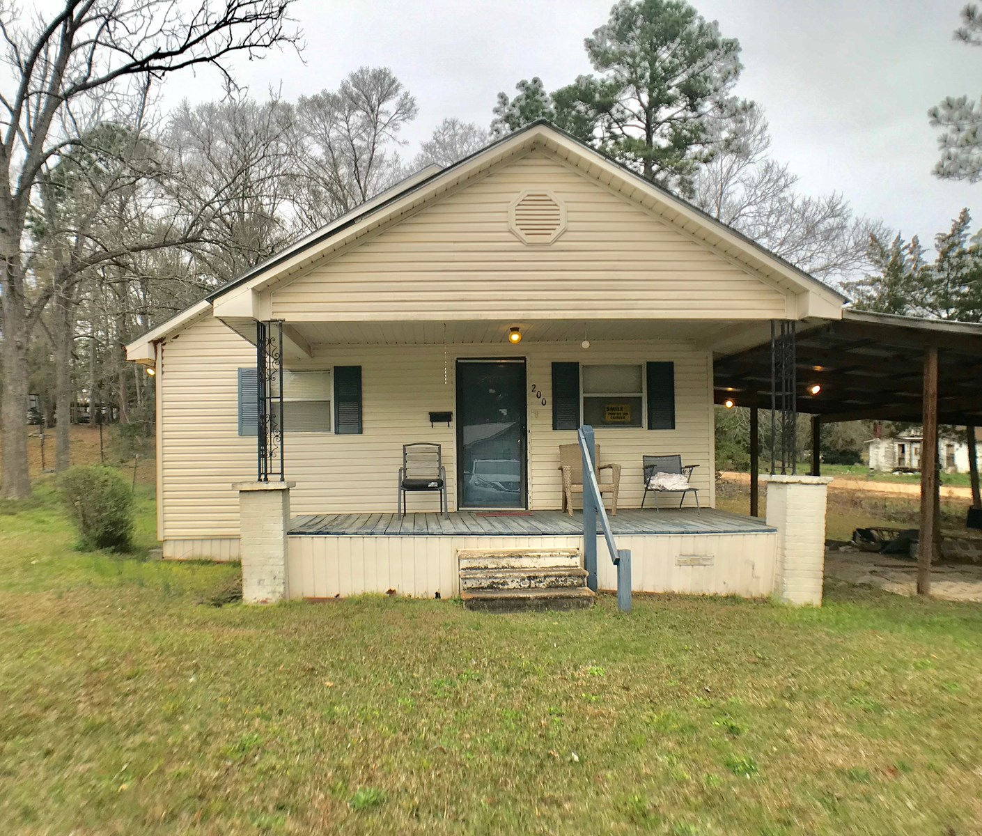 SMALL HOME FOR SALE IN GENEVA, ALABAMA ON CORNER LOT