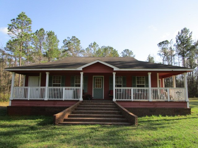 Very private home on 1.5 acres in Hosford FL