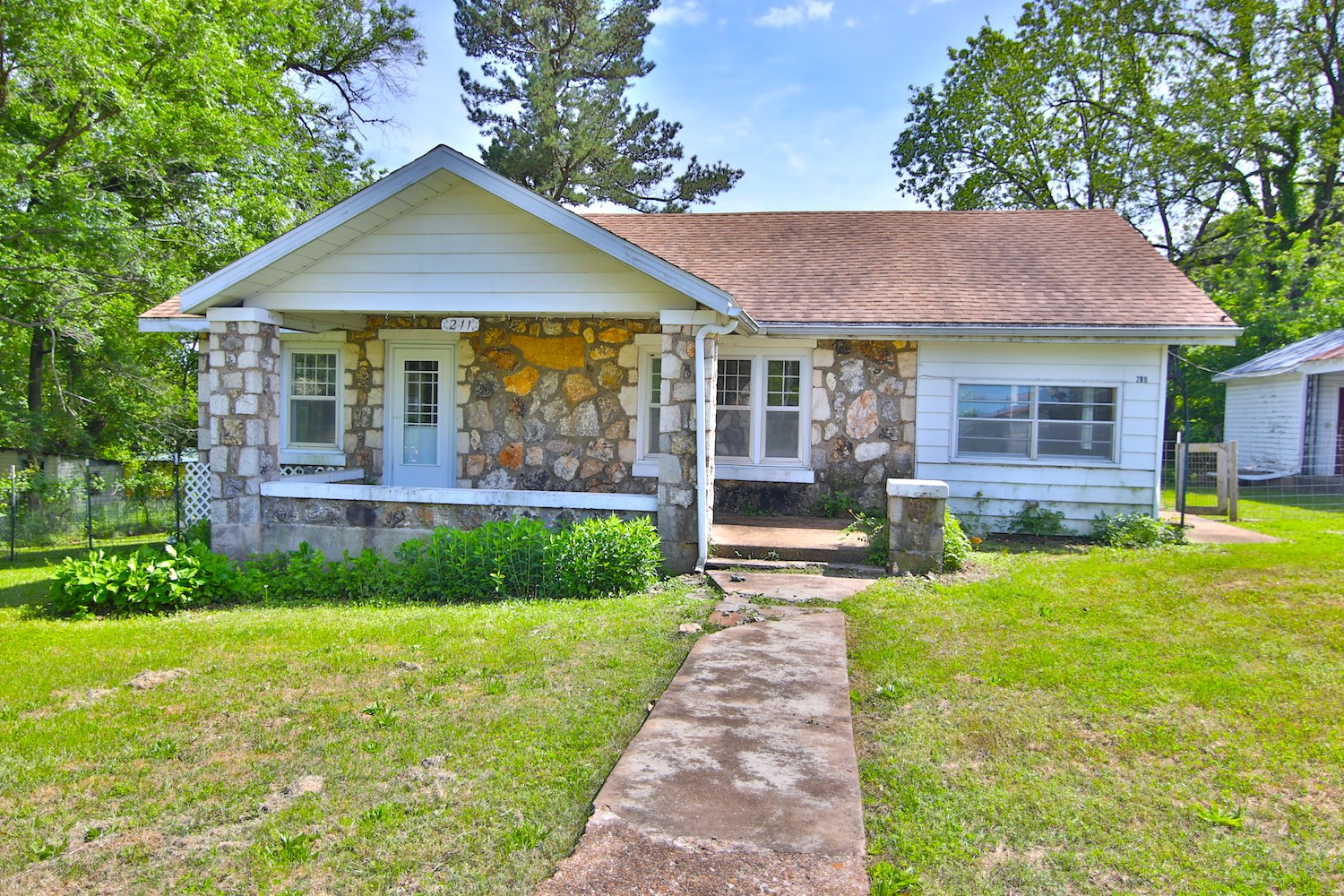 Native Stone House for Sale in Thayer Mo