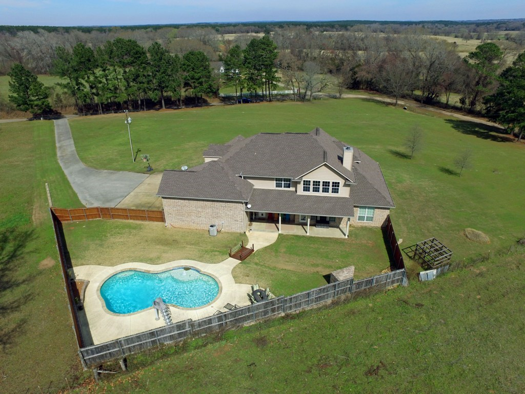 COUNTRY HOME ON SMALL ACREAGE FOR SALE   EAST TX REAL ESTATE