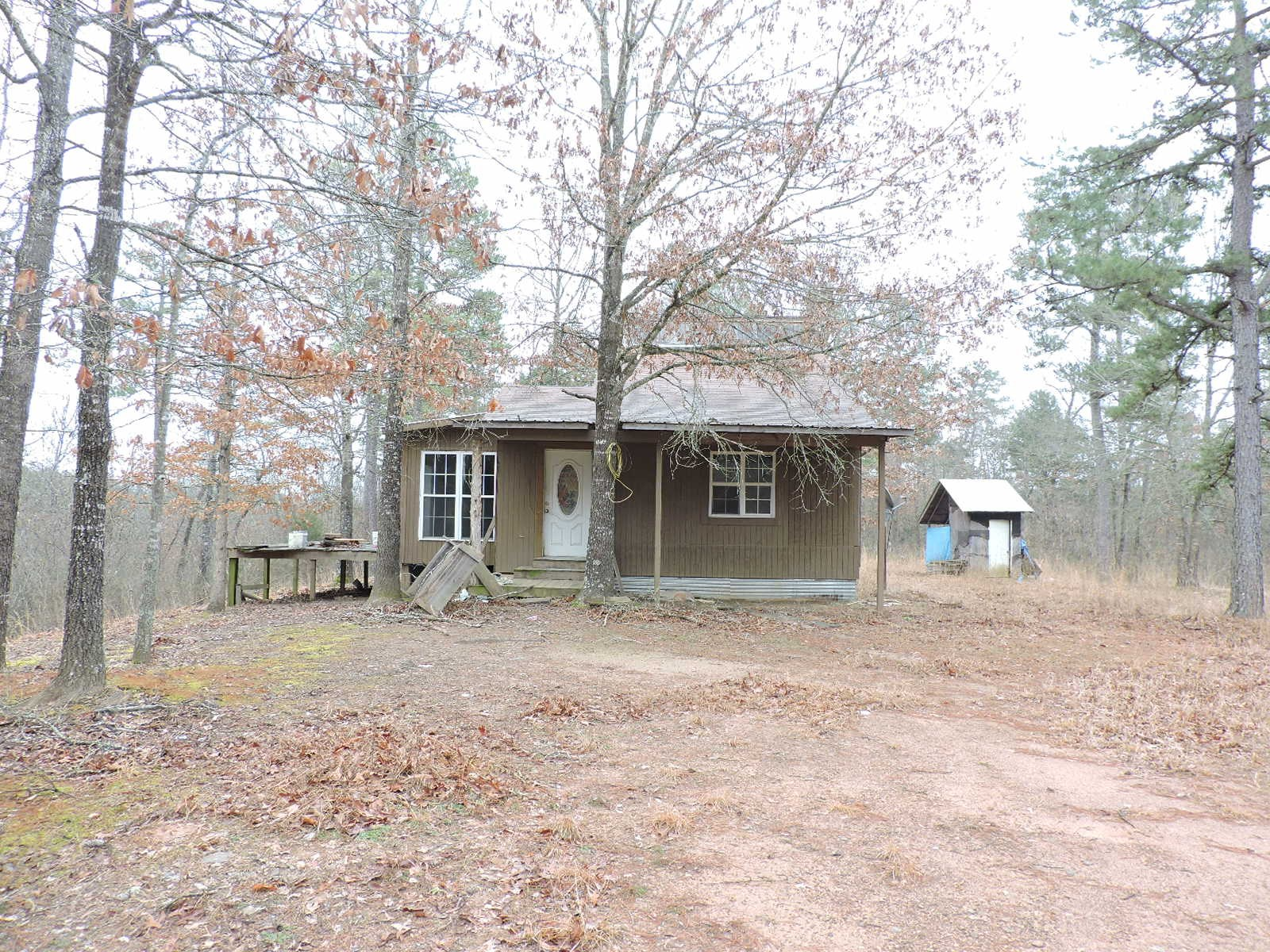 Cabin With 2 Acres close To Lake Hinkle