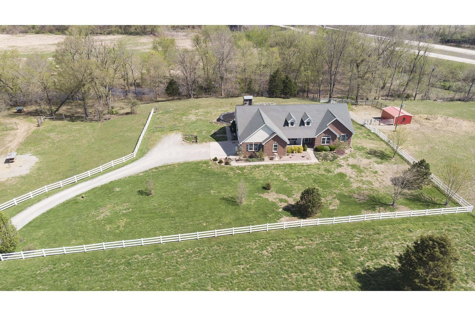 CUSTOM HOME & 75 ACRE CATTLE FARM ON THE RIVER