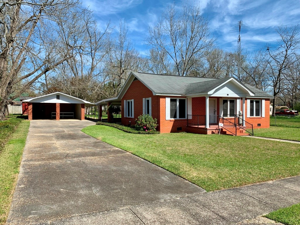 NICE OLDER HOME FOR SALE IN SLOCOMB, ALABAMA NEAR SCHOOL