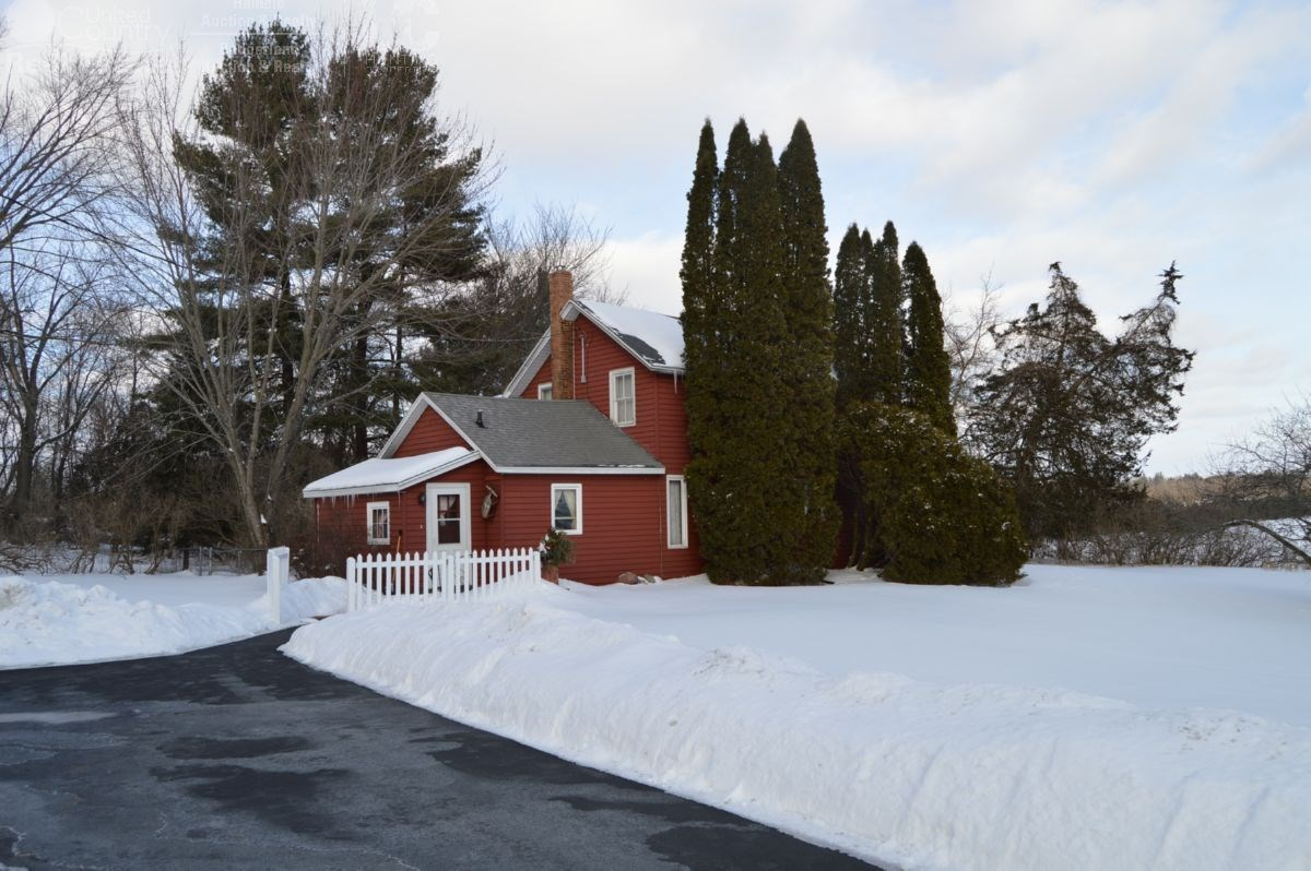 Farmette in Marquette County, WI With Acreage