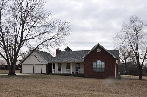 POTEAU OKLAHOMA COUNTRY HOME FOR SALE