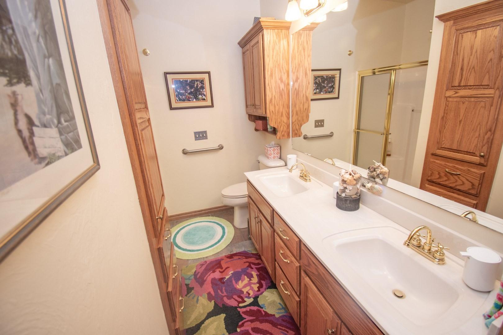 Full bathroom off hallway.