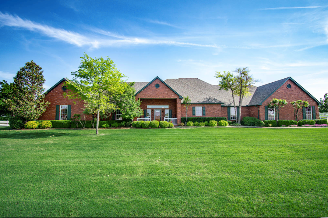 10 ACRE HORSE PROPERTY W/ LUXURY HOME FOR SALE IN WESTERN OK