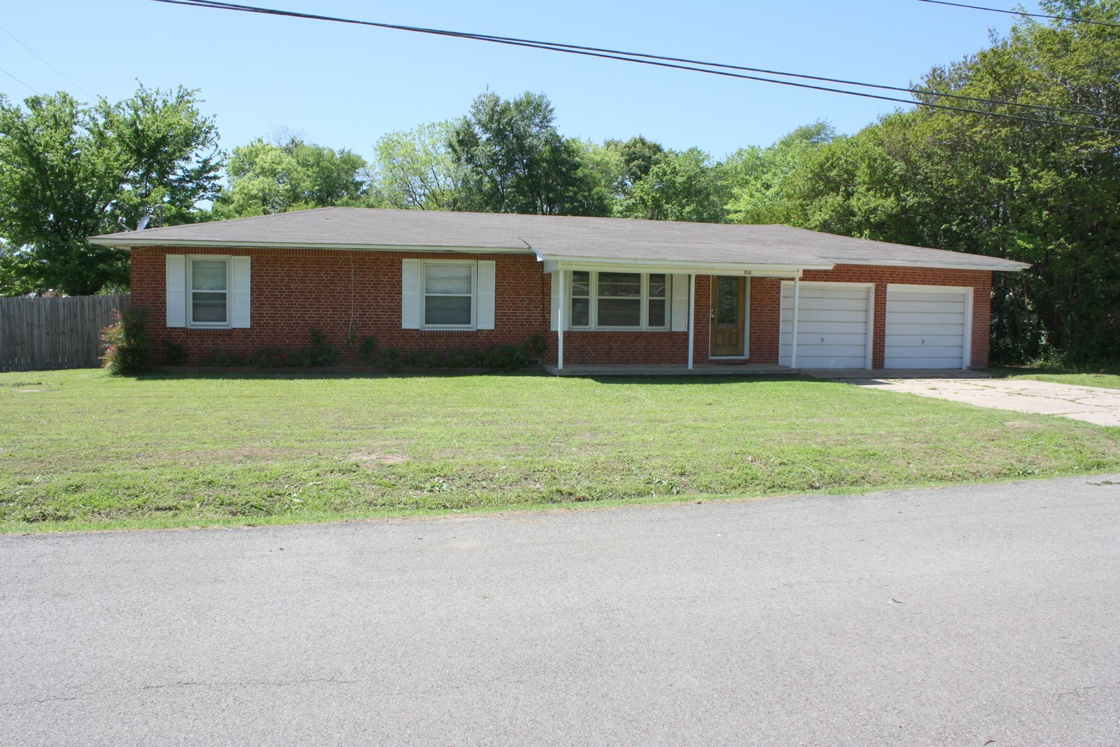 4 BEDROOM 2 BATHROOM BRICK HOME MOVE IN READY WINNSBORO TX