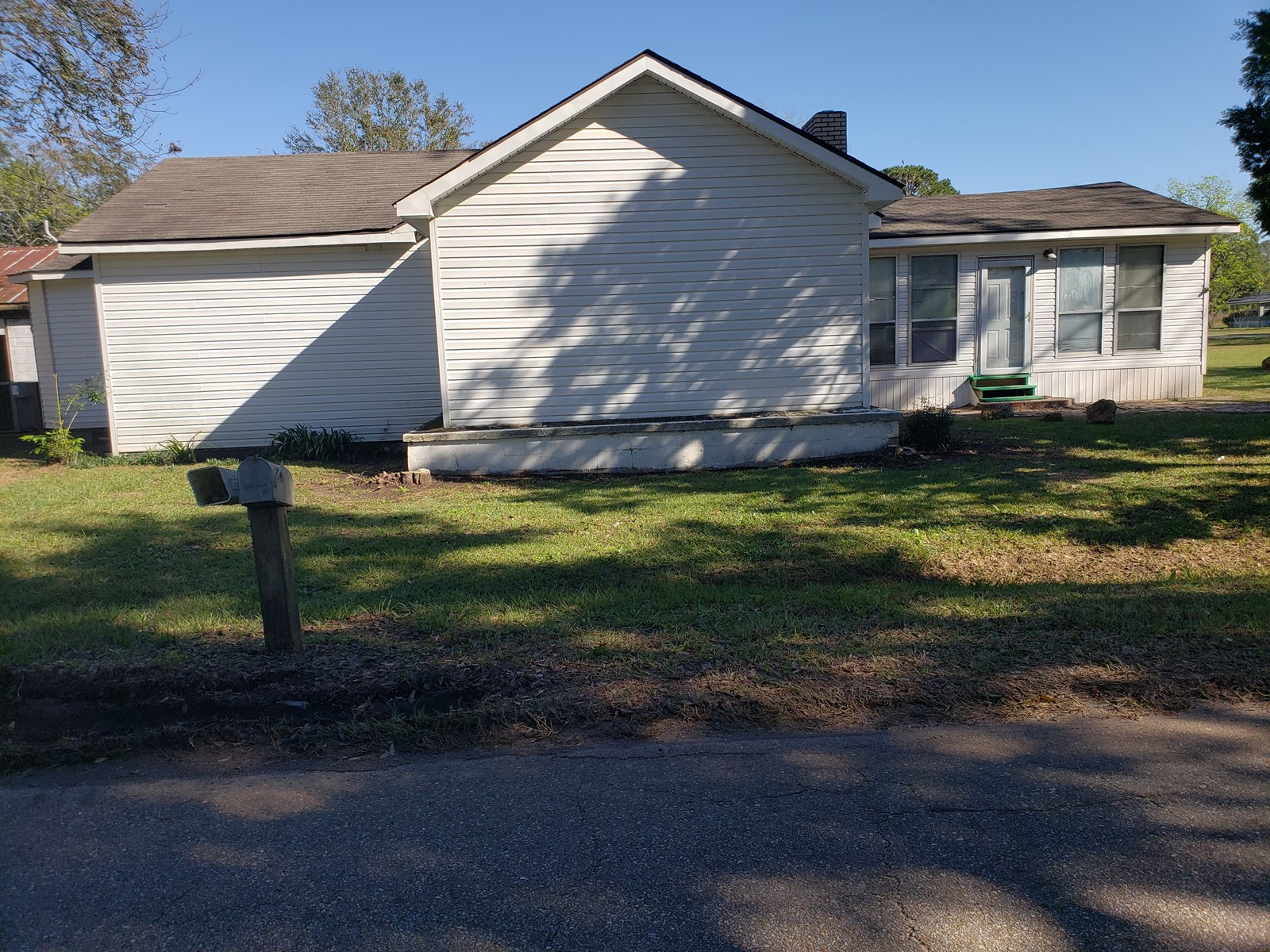 HOME FOR SALE HARTFORD, ALABAMA ON 1.16 ACRES